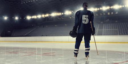 Joueur de hockey sur glace femme lors d'un match Banque d'images - 60033911