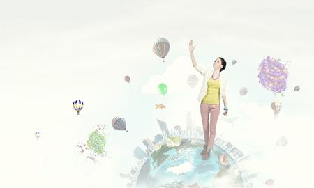 positivismo: Mujer joven en ocasional en realidad positiva surrealista