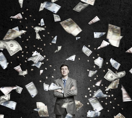 sotto la pioggia: Businessman under rain of momey banknotes flying in the air