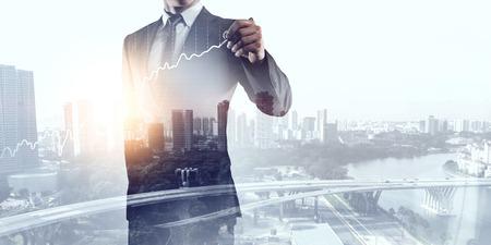 Image Blootstelling van elegante zakenman en zakenstad Stockfoto - 66940786
