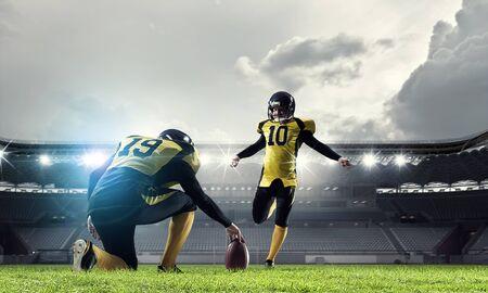 American football players at arena 版權商用圖片
