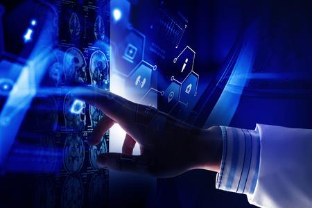 La tecnología innovadora de la ciencia y la medicina. Técnica mixta