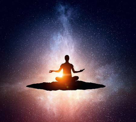 Yoga als fysieke en spirituele therapie. Gemengde media Stockfoto