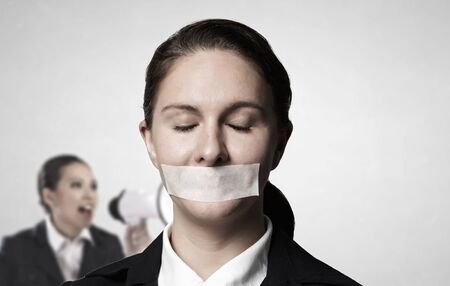 Vermoeide vrouw onder boegeroep druk. Gemengde media Stockfoto