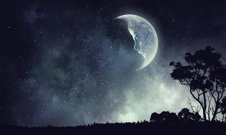 Maan in de hemel. Gemengde media Stockfoto