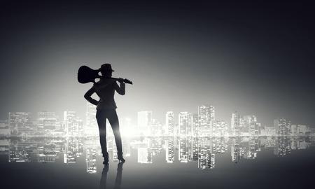 rocker girl: La música es su estilo de vida. Medios compuestos Foto de archivo