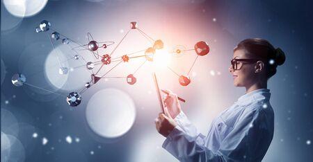 investigando: Scientist woman doing research. Mixed media . Mixed media