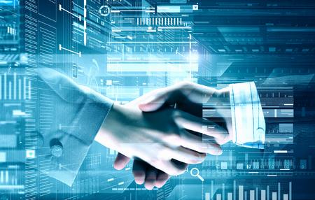 デジタル背景にビジネス ハンドシェイクのクローズ アップ。ミクスト メディア