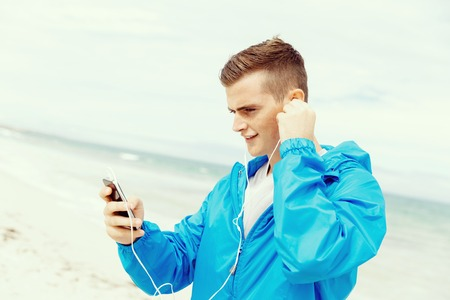 Sports and music. man getting ready for jogging Banco de Imagens - 78366521