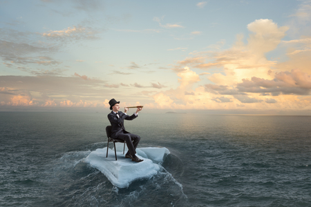 流氷の海でサーフィン。ミクスト メディア