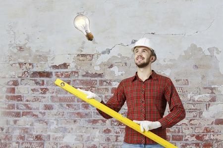 Builder man with level Zdjęcie Seryjne