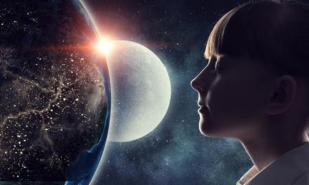 Exploring this great world . Mixed media Standard-Bild