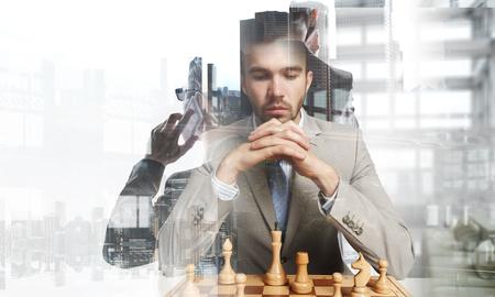Concurrentie en strategie in het bedrijfsleven. gemengde media