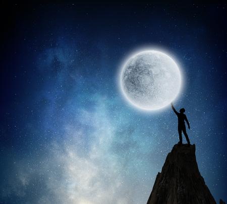 De maan bereiken. Gemengde media Stockfoto