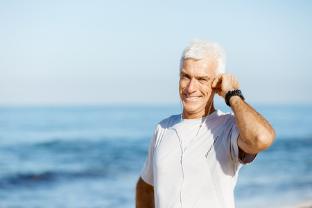 Sports and music. man getting ready for jogging Banco de Imagens - 81769087