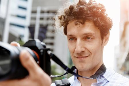 Mannelijke fotograaf foto nemen