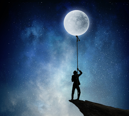 彼は月を取得するつもりです。 写真素材