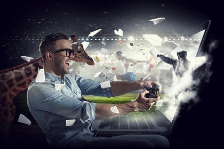 게임의 현실을 경험하십시오. 혼합 매체 스톡 콘텐츠