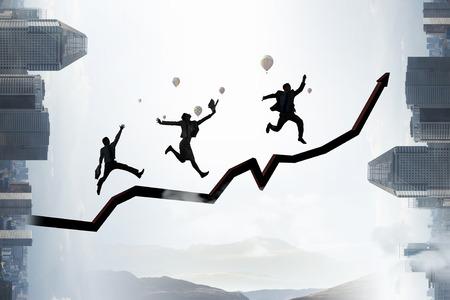 Klettern zum Erfolg Gemischte Medien Standard-Bild - 83481820