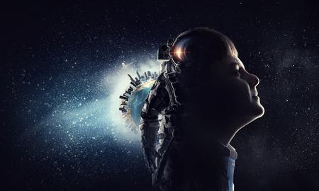 La exploración de este gran mundo. Medios compuestos Foto de archivo
