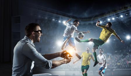 게임의 현실을 경험하십시오. 혼합 매체 스톡 콘텐츠 - 83612865