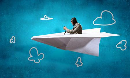 Träumen, um Flieger zu sein. Gemischte Medien Standard-Bild - 83689883
