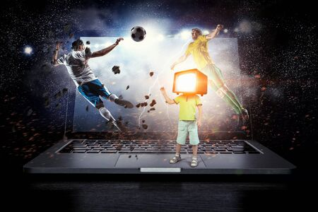 TV 중독 어린이. 혼합 매체 스톡 콘텐츠 - 83811924