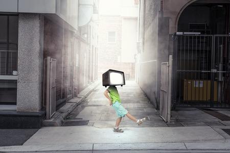 TV 중독 어린이. 혼합 미디어. 혼합 매체 스톡 콘텐츠