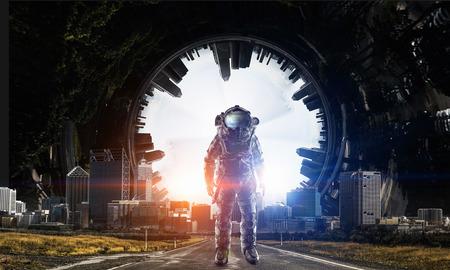 Aventura del astronauta. Medios mixtos Foto de archivo - 84196794