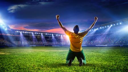 スタジアムでサッカー選手。ミクスト メディア
