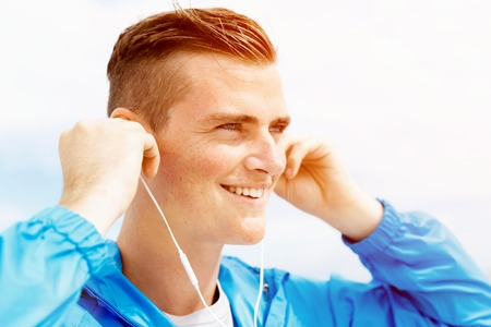 Sports and music. man getting ready for jogging Banco de Imagens - 86618604