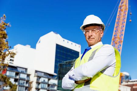 Ingenieur bouwer op bouwplaats