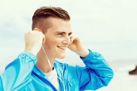 Sports and music. man getting ready for jogging Banco de Imagens - 87428596