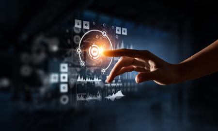 Het creëren van innovatieve technologieën. Gemengde media