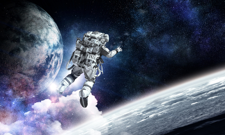 Astronaut on space mission Imagens - 89022271