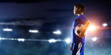Petit champion de football. Médias mélangés Banque d'images - 89041191