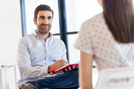 Ludzi biznesu na rozmowie w biurze Zdjęcie Seryjne