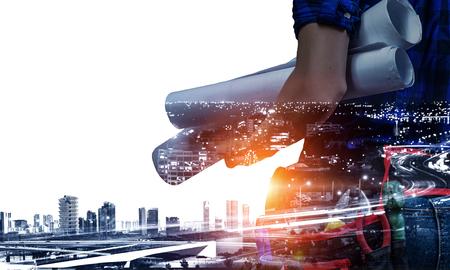 エンジニアの女性と都市の景観。ミクスト メディア