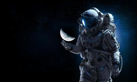 Astronauta y su misión. Medios mixtos