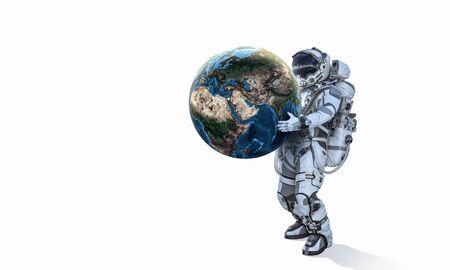 Astronaut , der Erdplaneten in den Händen trägt Standard-Bild - 91369943