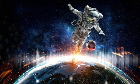 Astronaut floating in open space. Standard-Bild