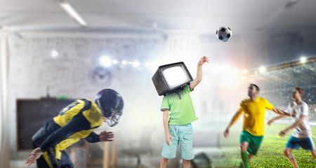 TV 중독 어린이. 혼합 매체 스톡 콘텐츠 - 91755449
