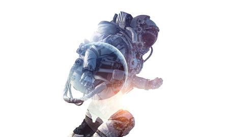 宇宙飛行士および白い背景上のスペースの二重露光。ミクスト メディア