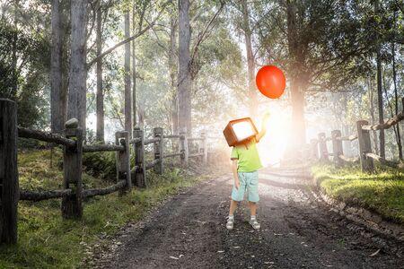 TV 중독 어린이. 혼합 매체 스톡 콘텐츠 - 92117999