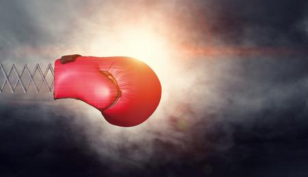 暗い空の背景に春のボクシンググローブ。混合メディア 写真素材