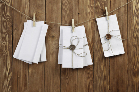 Envelopes hanging on rope on wooden background 版權商用圖片 - 94457265