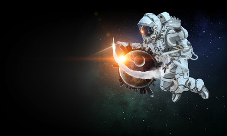 Astronaut floating in outer space. Imagens - 94920626