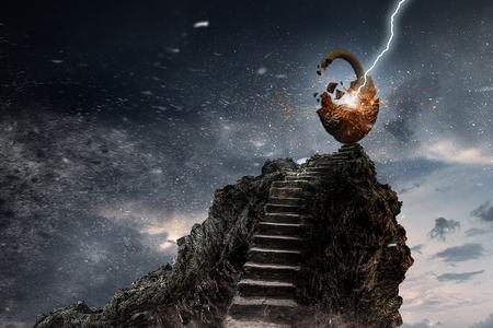 石の階段の上に成功のためのシンボルとしてロックします。混合メディア