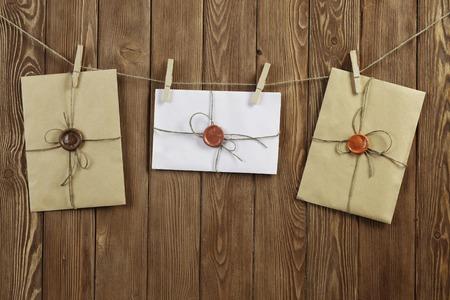 Envelopes hanging on rope on wooden background 版權商用圖片 - 97771403