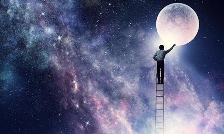 月を得る男.混合メディア